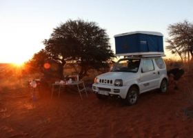 Roof tent & Vanlife! Camping holidays in the car: adventure, families, travel trend